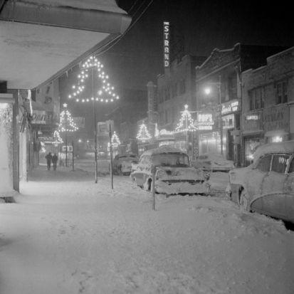 USA, New Jersey, Passaic, Night winter scene on Jefferson Street