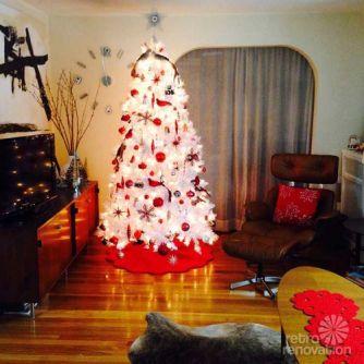 retro-white-and-red-christmas-tree-500x500